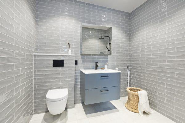 Bad med New Yorker smoke keramiske fliser på vegg fra Stenprosjekt AS